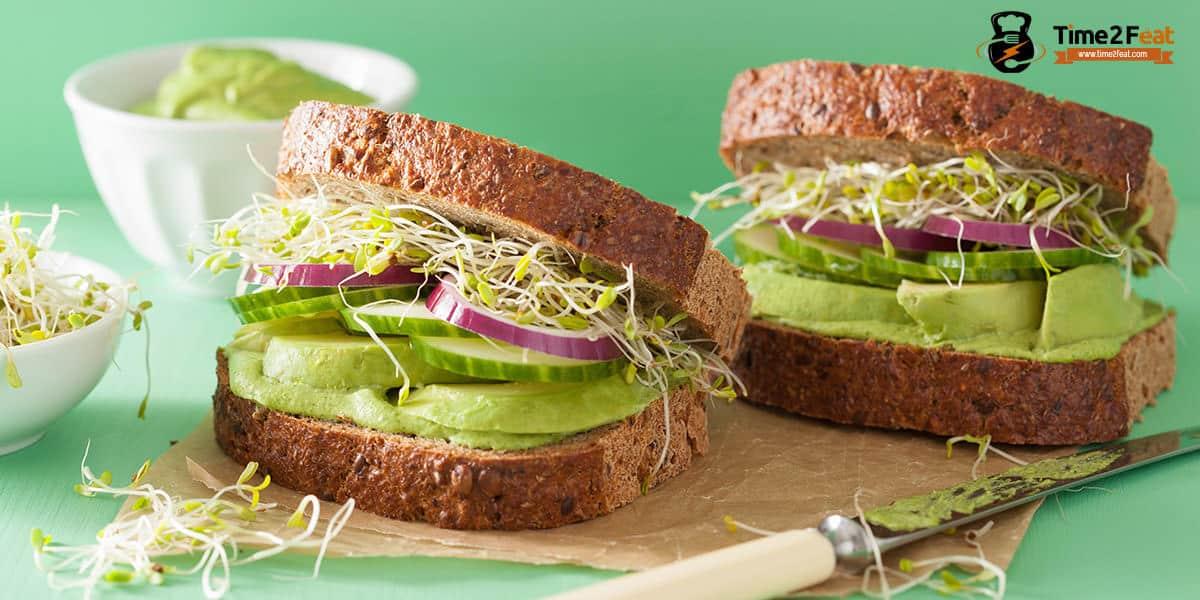 recetas playa saludables sandwich pan centeno aguacate pepino cebolla