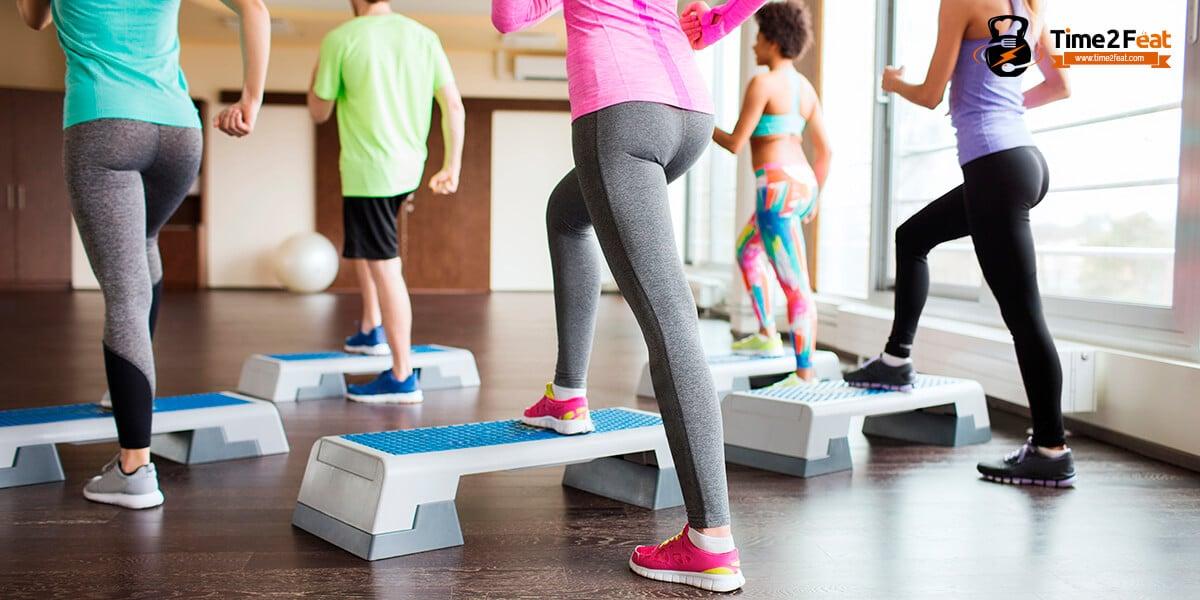 mejores clases colectivas gimnasio en grupo ejercicio entrenamiento efectivas step
